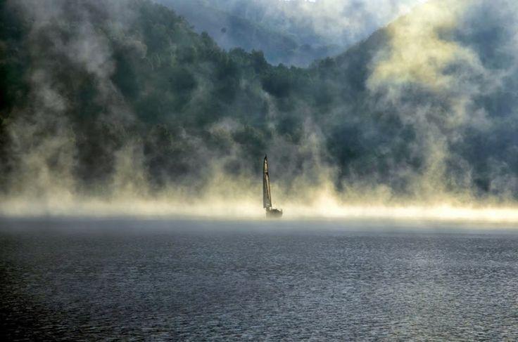 Jezioro Solińskie, Bieszczady, Mgła nad Soliną, POLSKA