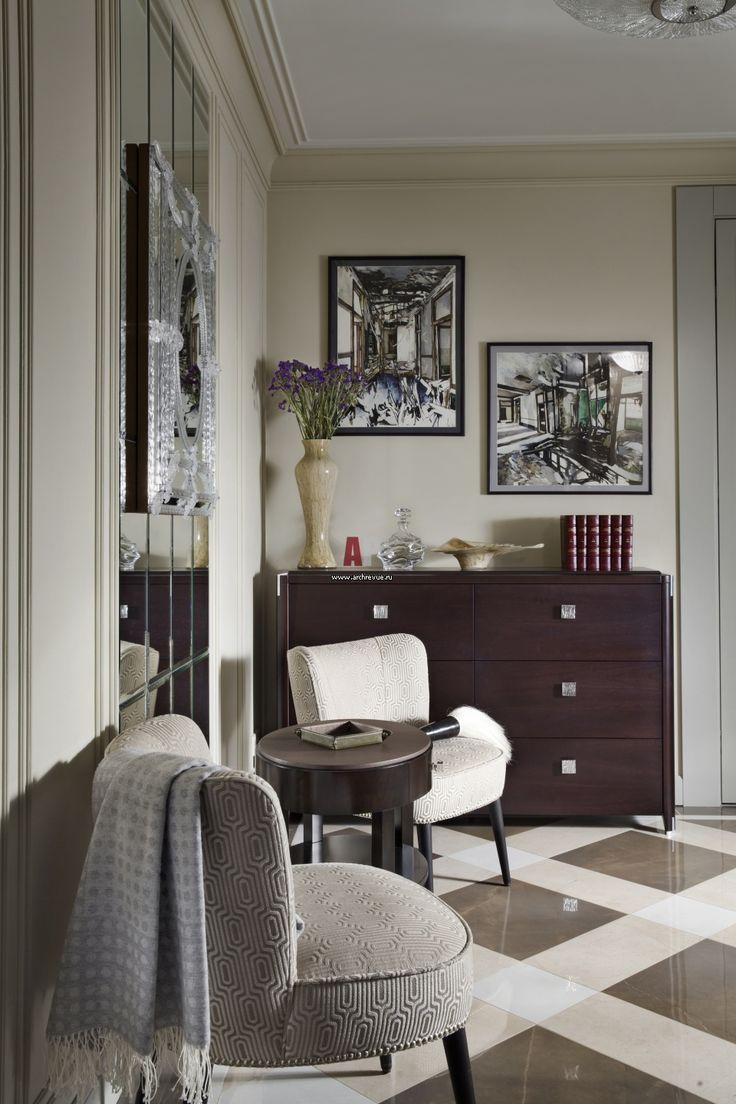 Фото интерьера входной зоны небольшой квартиры в стиле неоклассика