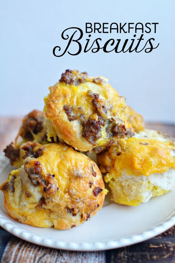This breakfast recipes is so easy to make! Breakfast biscuits are a crowd pleaser in my house! Easy recipe even kids can make! | www.thirtyhandmadedays.com