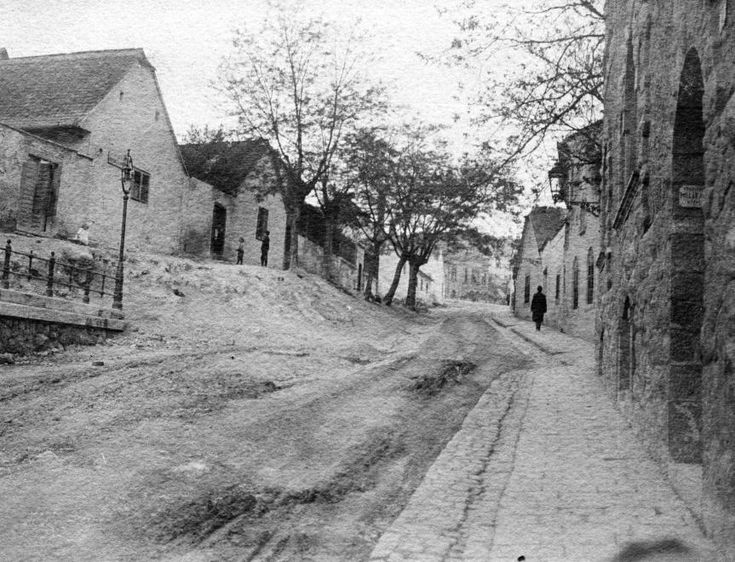Margit utca a Mecset utcától az Apostol utca felé nézve.