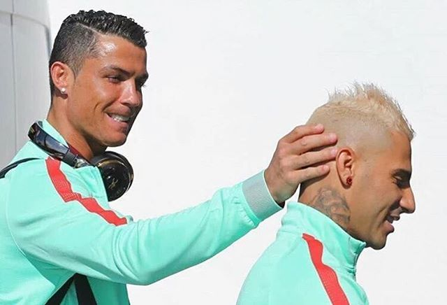 Cristiano Ronaldo & Quaresma. #ForçaPortugal