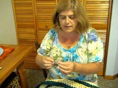 This shows how to finish a rag rug. Erin Halvorsen's youtube channel. Rag Rugs by Erin.