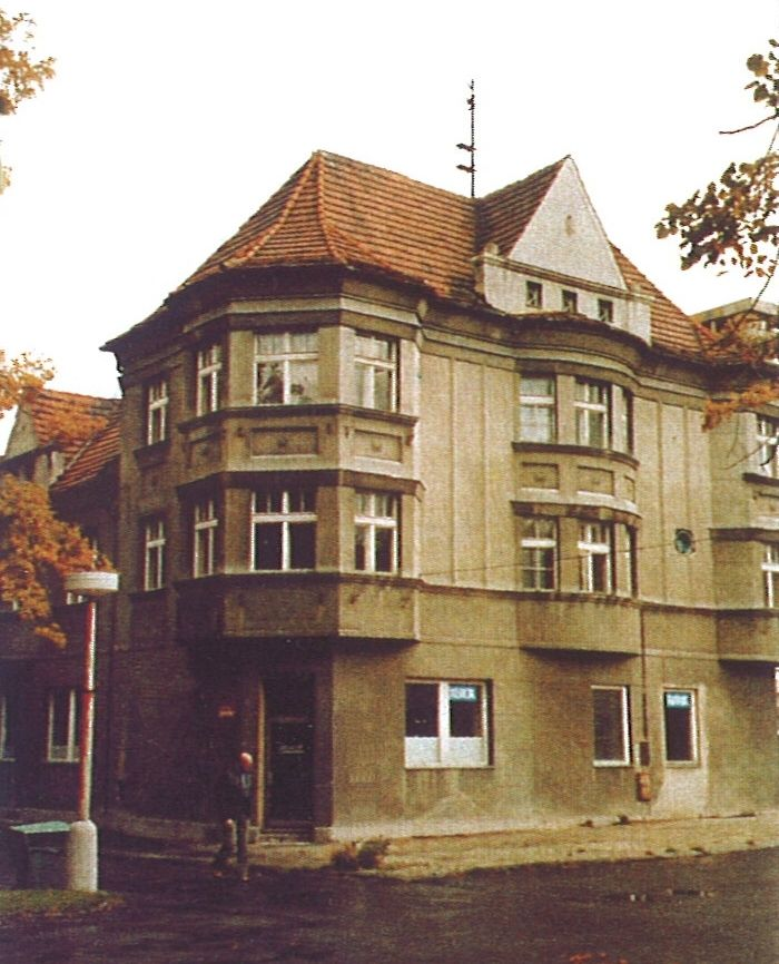 Budova prošla rozsáhlou přestavbou a spojením s bývalou mateřskou školou vzniklo sídlo Severočeský dolů.