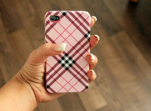 LOVE this pink Burberry phone case!