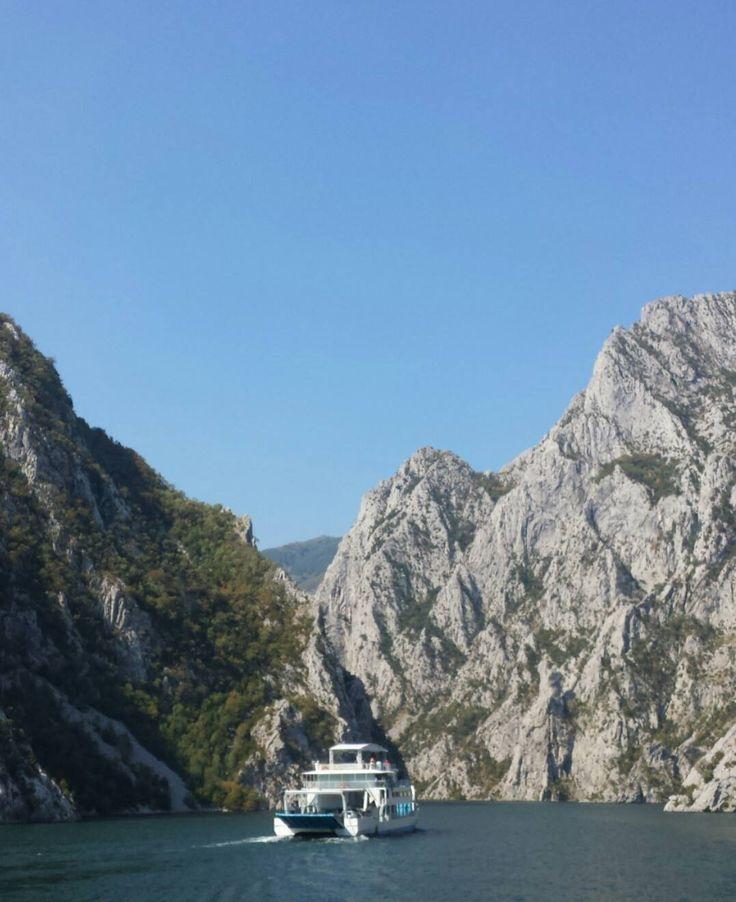 Cosa vedere in Albania: Lago di Koman