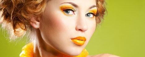 Il trucco più trendy è arancione - Per esaltare quel che resta dell'abbronzatura o giocare con una carnagione chiara, l'arancione è il colore ideale, così allegro e chic