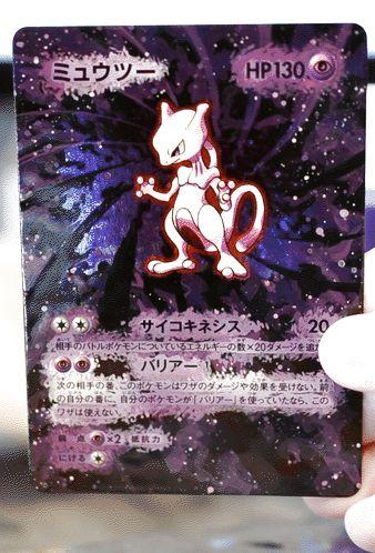Lunumbra bufft Pokémonkarten mit Acryl | Fried Phoenix