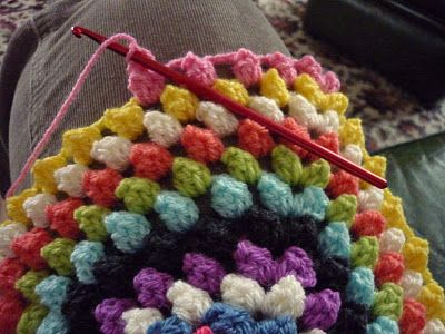 Granny Bobble Blanket tutorial by colour in a simple life.
