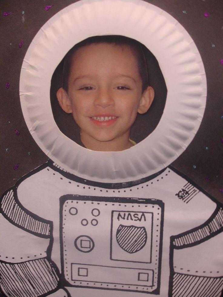 Portada álbum astronautas. Tapa álbum escolar proyecto espacio. Tapa con la foto del alumno