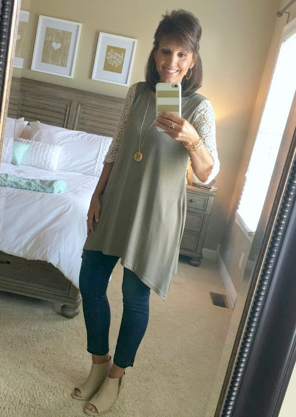 Try this casual weekend outfit for women over 40--or any age! Be fashionable and dress in style on a budget. #FashionforWomenOver40