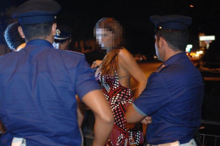 Blitz anti prostituzione sul litorale domitio, espulse tredici lucciole a cura di Redazione - http://www.vivicasagiove.it/notizie/blitz-anti-prostituzione-sul-litorale-domitio-espulse-tredici-lucciole/