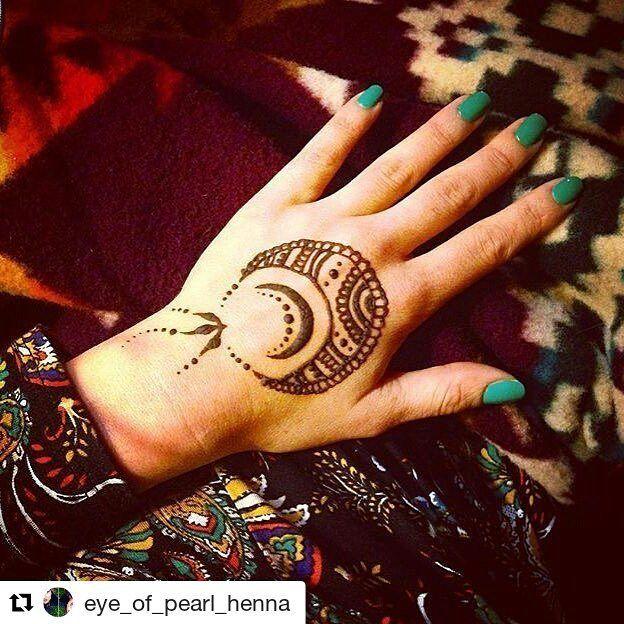#followus @hennafamily#hennafamily Repost @eye_of_pearl_henna  la luna mi amor  #naturalhenna#crescentmoon#mylove #henna#mehendi#bodyart#tattoo #tattoodesigns #hennadesign #simplehenna