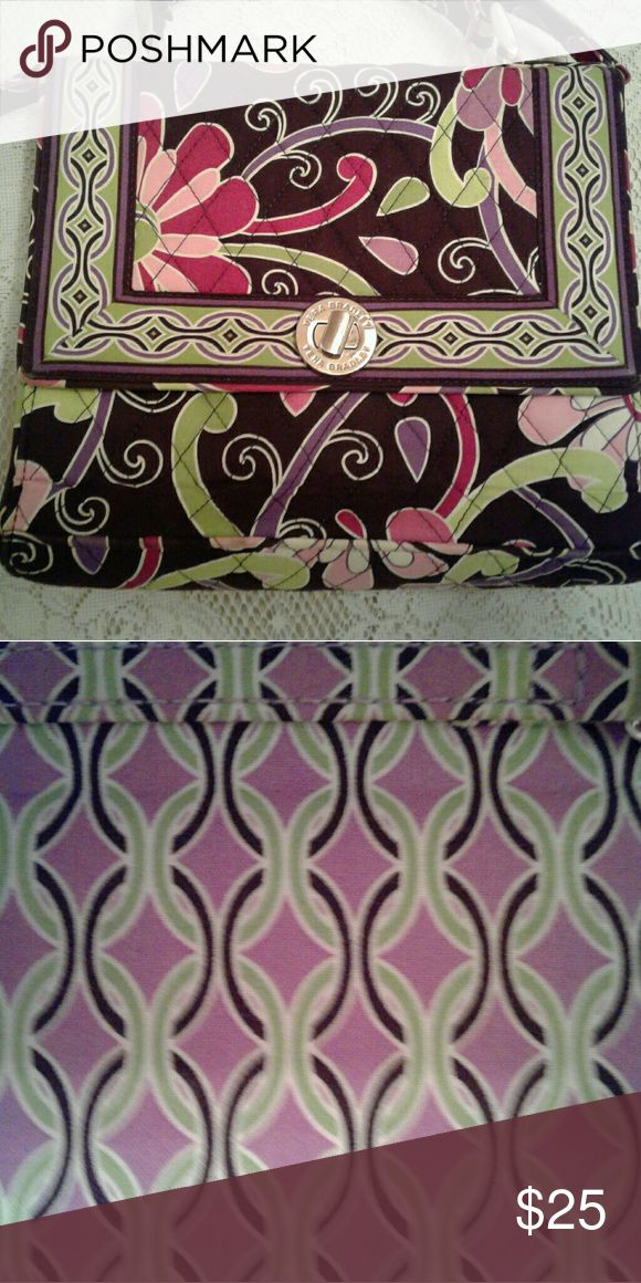 Vera Bradley purse Beautiful Floral purse, this purse is in excellent condition no stains, the purse is clean and ready to be used. Vera Bradley Bags Shoulder Bags