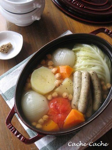 家にあるもので・・・でしたが、ストウブでポトフを♪ 野菜がたくさん美味しく食べられるし、体があたたまります。 ストウブだと、ごろっと大きめに切った野菜...