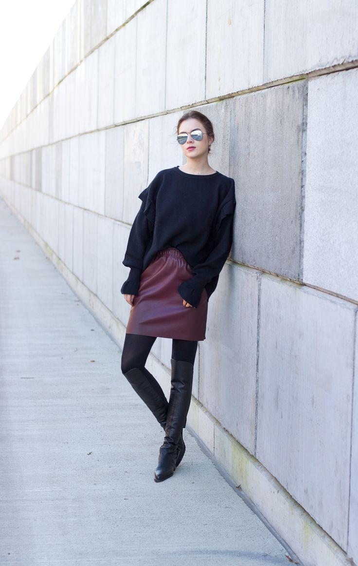 //SHOP THE LOOK // Zum neuen Jahr wagen wir uns aus der modischen Komfort-Zone und brechen den Allblack-Look mit rotem Leder! Crew-Member Stephanie stylt ihren trendigen Volant-Sweater zu Overknees. Shoppt ihren Look hier nach: http://liketk.it/2q0Ai // New year, bye bye comfort zone! Crew-member Stephanie wears a red leather skirt with allblack-items. Shop her look @liketoknow.it ! #liketkit