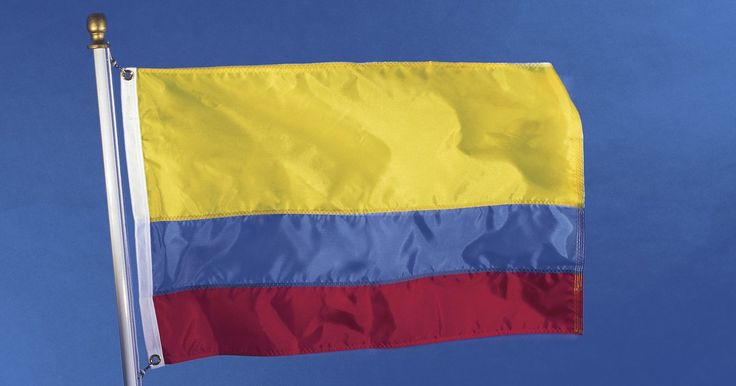 Tradiciones típicas de Colombia. Colombia tiene una gran riqueza en tradiciones culturales, debido a su complejo proceso de mestizaje. Hay cinco sub-culturas mestizas bien diferenciadas, 87 etnias indígenas que aún subsisten y grupos de afrodescendientes, incluyendo la comunidad de San Basilio de Palenque, descendiente pura de africanos. También hay árabes, judíos y gitanos. ...