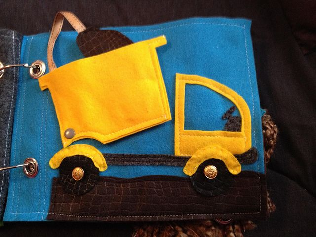 Quiet book page - dump truck from Imagine our life (http://www.imagineourlife.com/2012/01/03/dump-truck-quiet-book-page/) | Flickr - Photo S...
