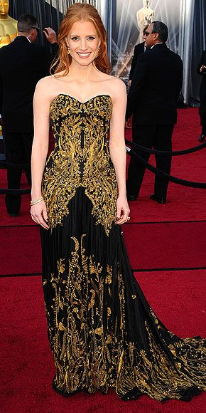 Am I the only one who think this dress is too old for Jessica Chastain and does nothing for her coloring?