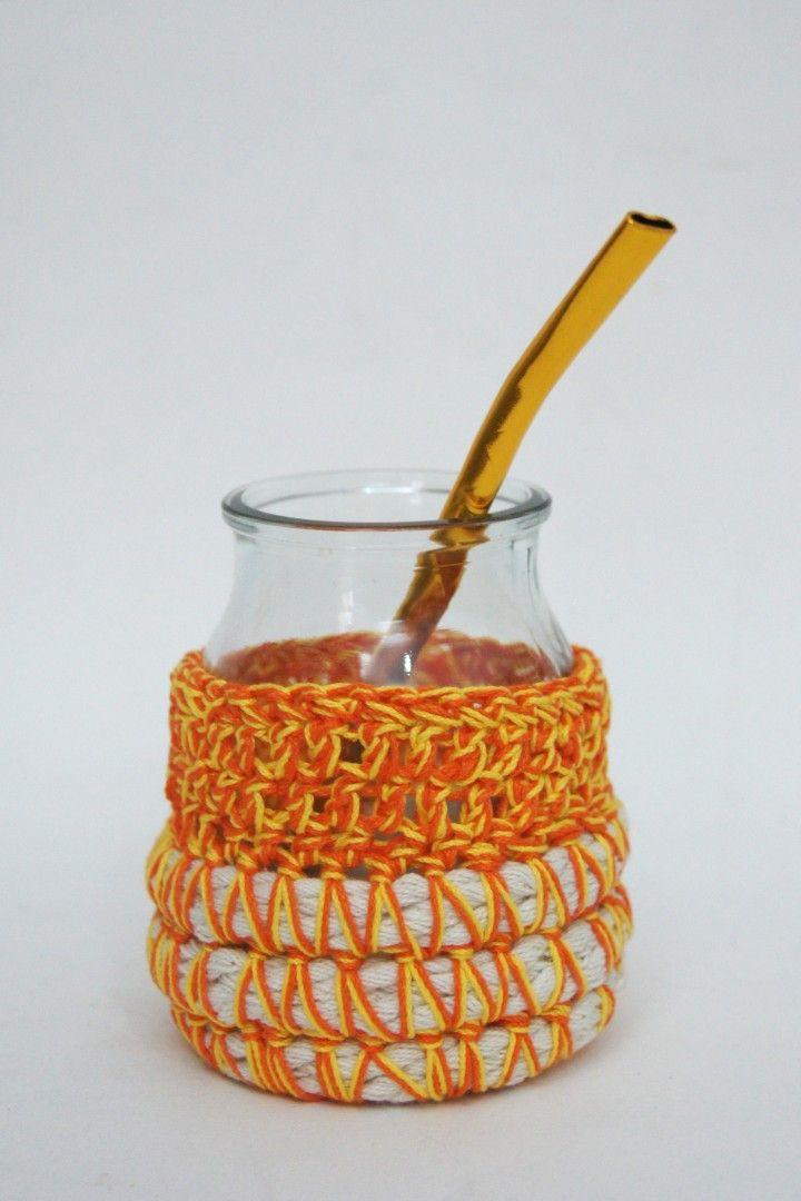 Están realizados a partir de frascos de yogurth recuperados y cubierta de crochet para que no te quemes! - Incluye bombilla haciendo juego -