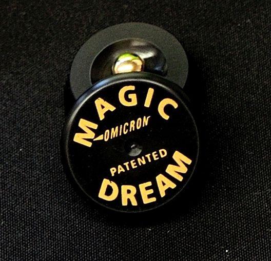 Omicron Magic Dream model Classic.  Dit zijn de kleine ontkoppelaars, bestaand uit een 2 schoteltje en een kogel. De kogel ligt tussen de schotels. Het materiaal waar deze schotels van gemaakt zijn is Delrin. Het gewicht wat een ontkoppelaar kan verdragen is meer dan > 100 kg per schotel.