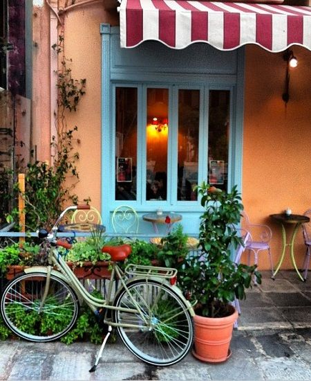 Petite Fleur Cafe in Halandri. (Walking Athens, Route 29 - Polydrosso Stream)