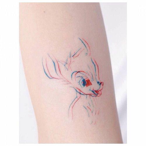 Tatuaje de Bambi que crea una ilusión óptica. Artista tatuador:...