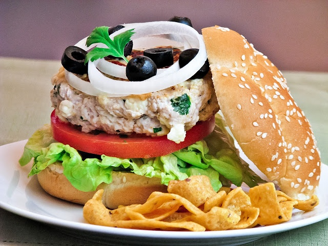 What's for dinner?: Good and good for you, Turkey Burgers with Feta