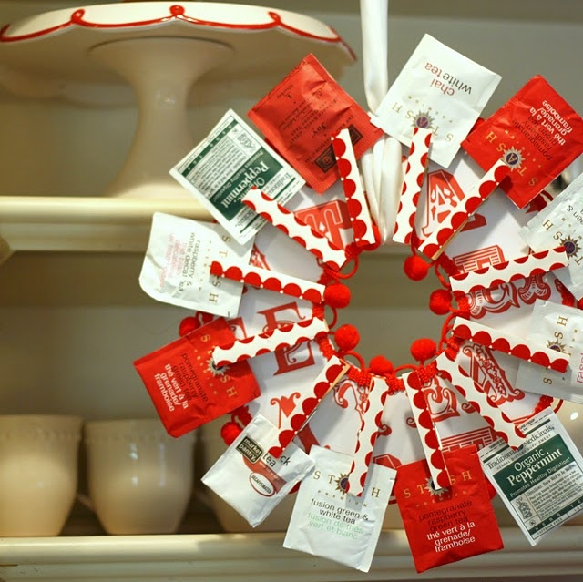 Christmas tea wreath, possibly with apple cider and hot chocolate packets instead?!?!