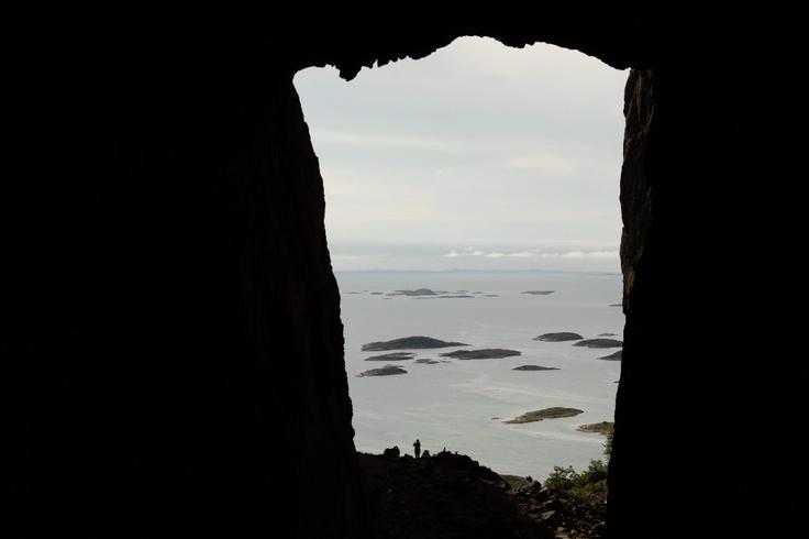 Hullet i Torghatten på Helgelandskysten, Norway