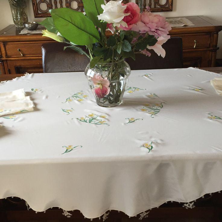 """Kumaş boyama sanatı ile yapılmış olan """"""""Çiçek Desenli Masa Örtüsü"""""""" sofralarınızı renklendirecek.  Detaylı incelemek için tıklayın..http://bit.ly/1fzzidp #masaörtüsü #çiçek #kumaşboyama #bayantakı #takı #aksesuar"""