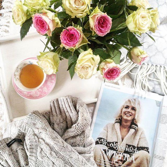 Słońca i ciepła nadal brak, a więc puszyste swetry dobrze mieć pod ręką. Bardzo mi przypadł do gustu dodatek do Twojego Stylu- przeglądam go co kilka dni. #worm #fashion #marylinmonroe #twojstyl #sunday #flowerslovers #roses #pinkflowers #teatime #cupoftea