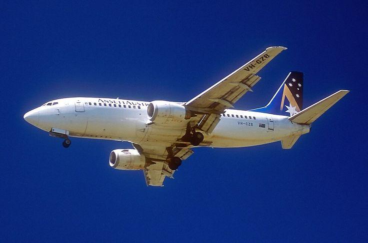 Ansett Boeing 737-377 (VH-CZB)