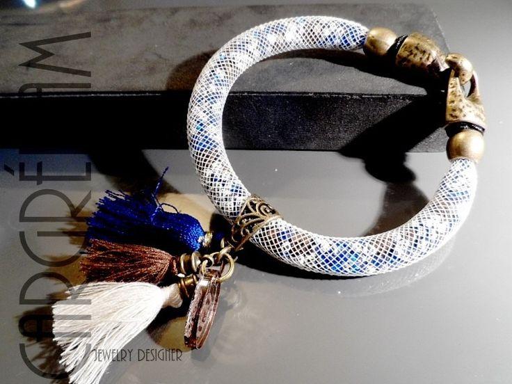 Bracelet résille tubulaire femme blanche cristaux outremer et argent fermoir bronze : Bracelet par shamballa-s-cargredam1