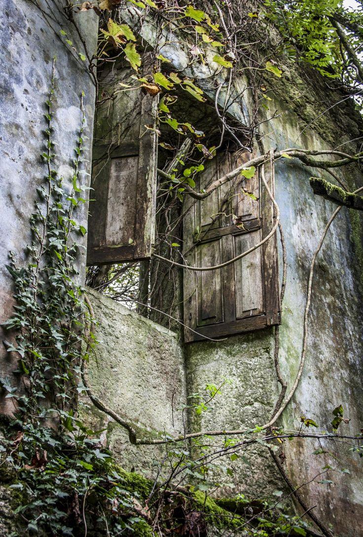 Vivienda en ruinas - Aldea Riomao, Muros, La Coruña, ES / por Ramón Quintela en 500px  Micoley's picks for #AbandonedProperties www.Micoley.com