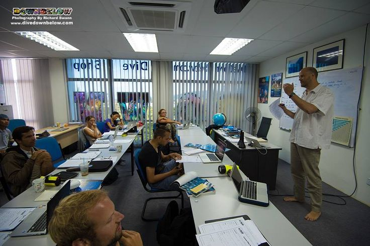 Carl delivers a clear presentation on a topic of dive theory for a student diver :)