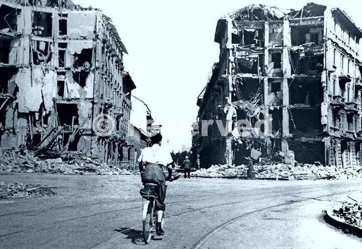milano 1943 distruzione dopo bombardamenti_ww2