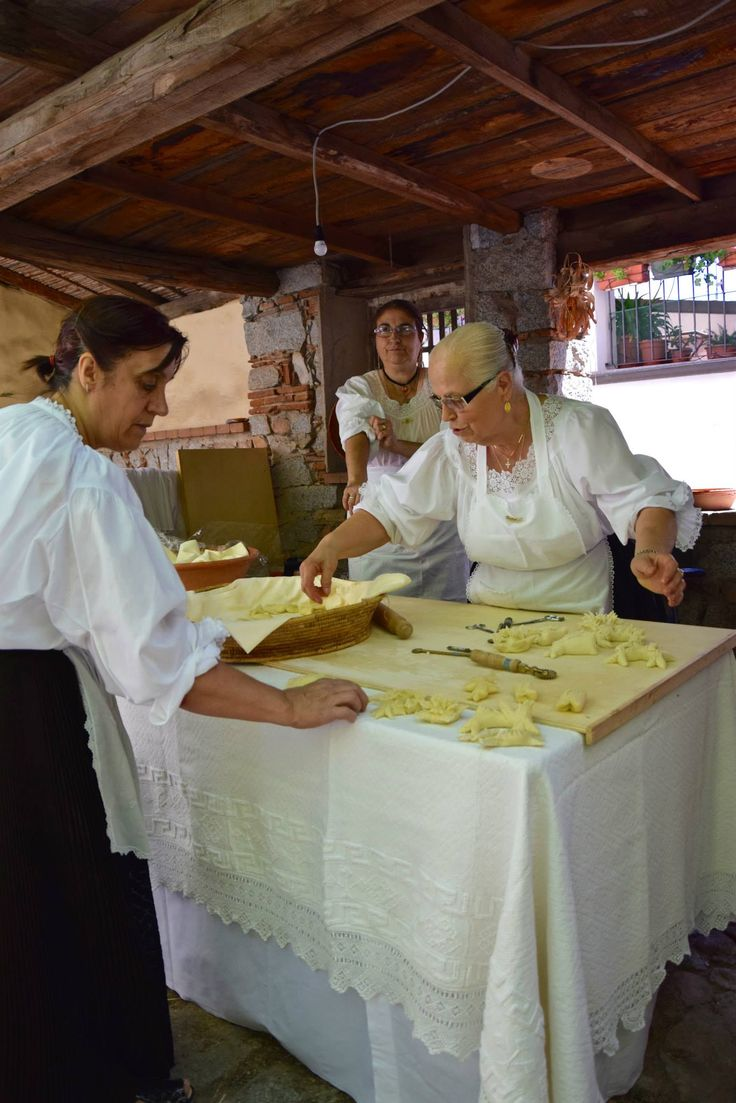 The making of 'Pani Pintau', the traditional bread baked for festivities in Ogliastra