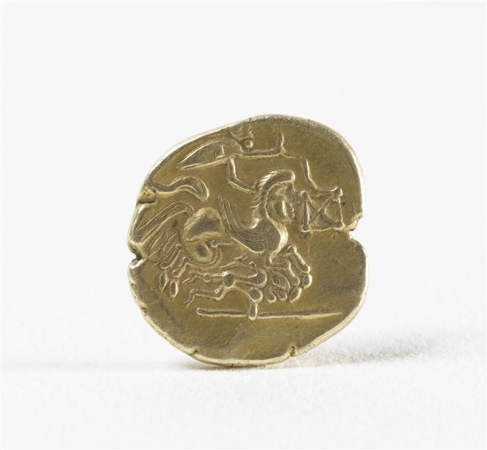 Statère en or,  IIe siècle av J.-C., provenant des environs de La Charte sur Loire, © RMN-GP (MAN) / T. Le Mage
