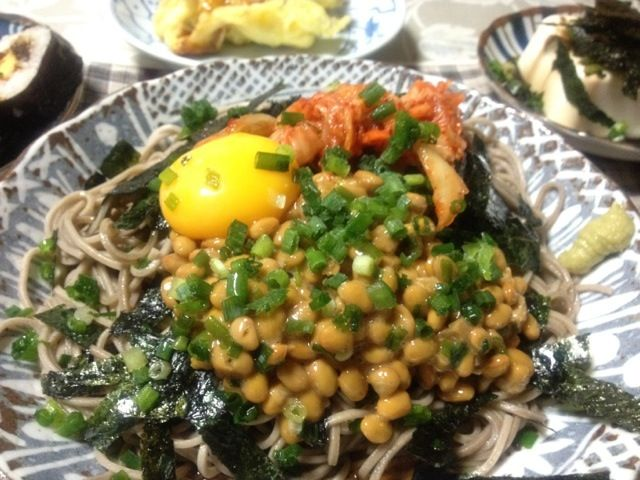 納豆の日なのでネバネバ蕎麦( ´ ▽ ` )ノ - 20件のもぐもぐ - 納豆キムチぶっかけ蕎麦 by yasbong