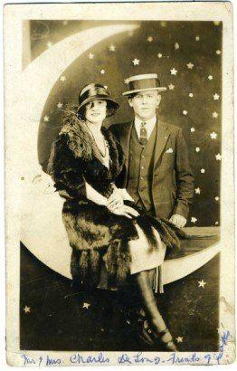 «Бумажная луна» — популярный реквизит фотосессий в начале XX века.