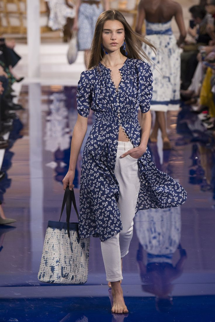 Bare feet and a feeling of escapism at this Ralph Lauren show feel like just the vacation we need.