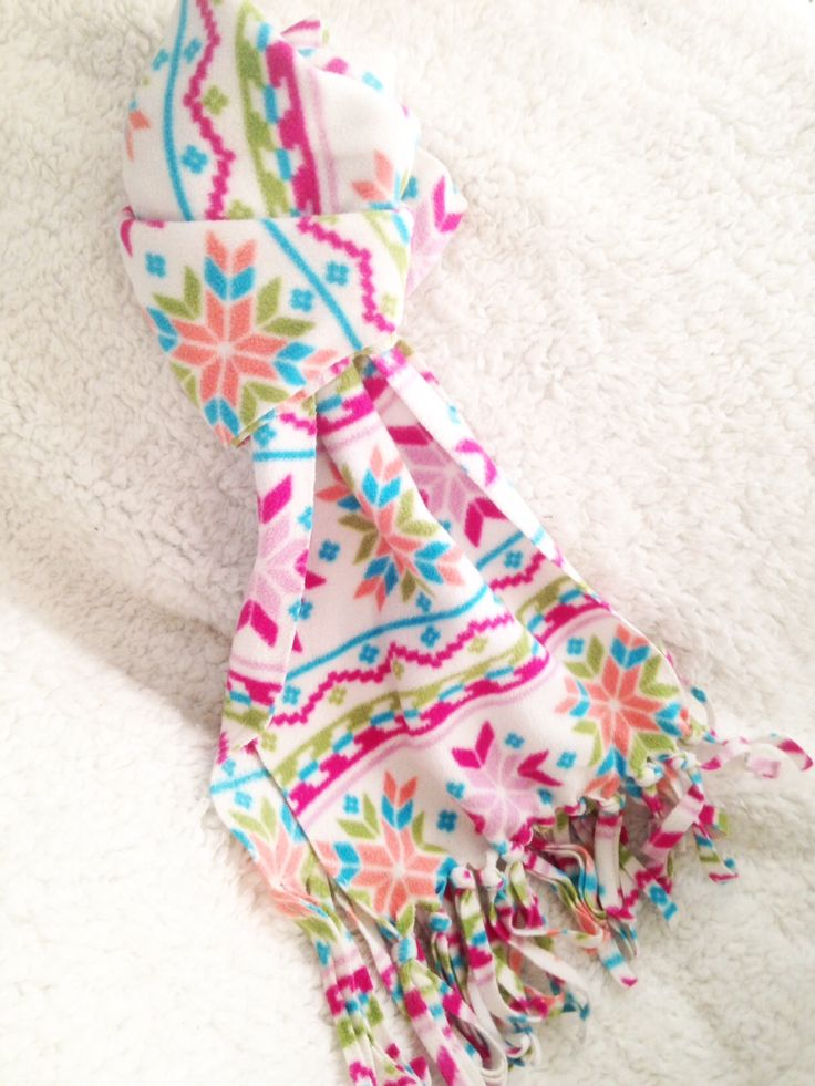 Easy NO SEW Fleece Scarf. Great for Holiday gift giving and something your kids can help make !
