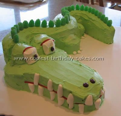 tick tock crocodile cake, isn't he handsome.  Bundt cake pan and a couple of cupcakes, decorated with licorice, marshmallows, and m & m's