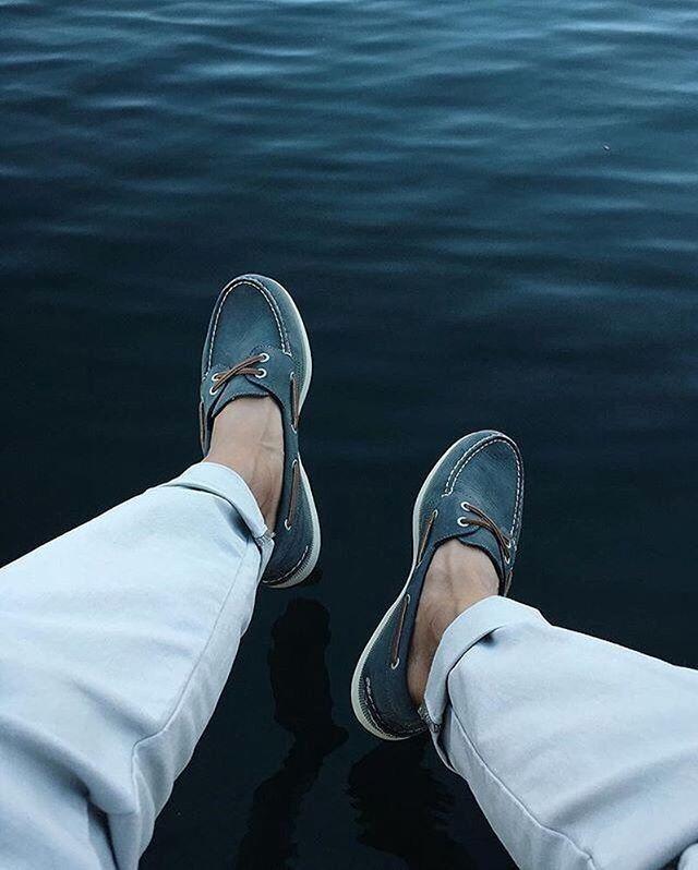 Blue boat shoes, blue waves. @donborsch