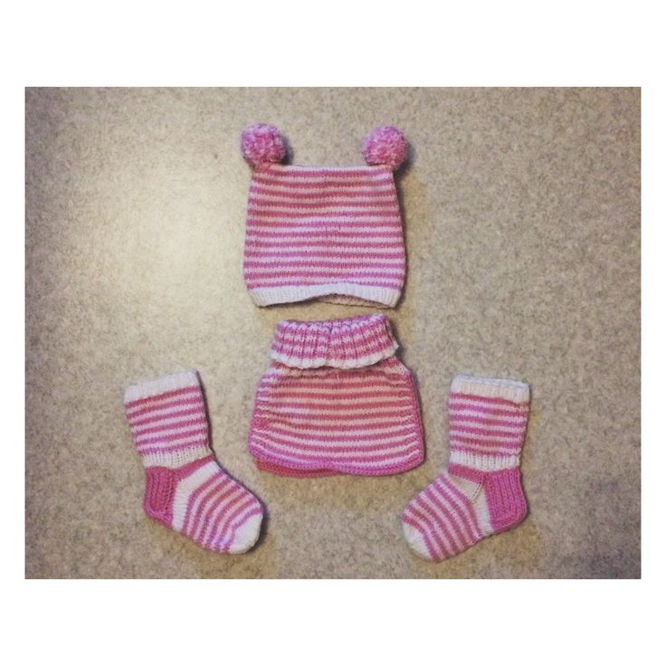 Knitted set for my niece for christmas.❤️