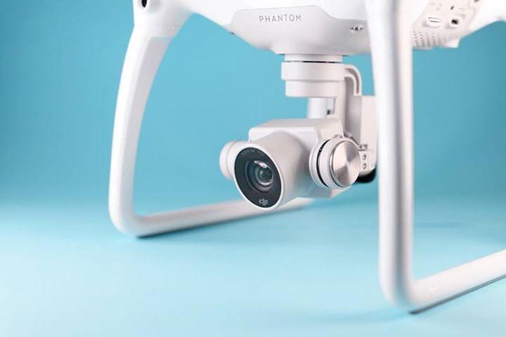 El Phantom 4 es una cámara fantástica, aunque no esté volando. Es capaz de conseguir grabaciones en formato 4K muy suaves - 30 imágenes por segundo. ¡¿Como no poder quererlo?! ••• #dron #phantom4 #phantom #dji #rd #sd #republicadominicana #santodomingo #drons #photography #sky #camera #camara #thebest #Ventajas #vuelo #cielo #new #venta #drone  #video #dji #inspire2 #uav #usingdrones
