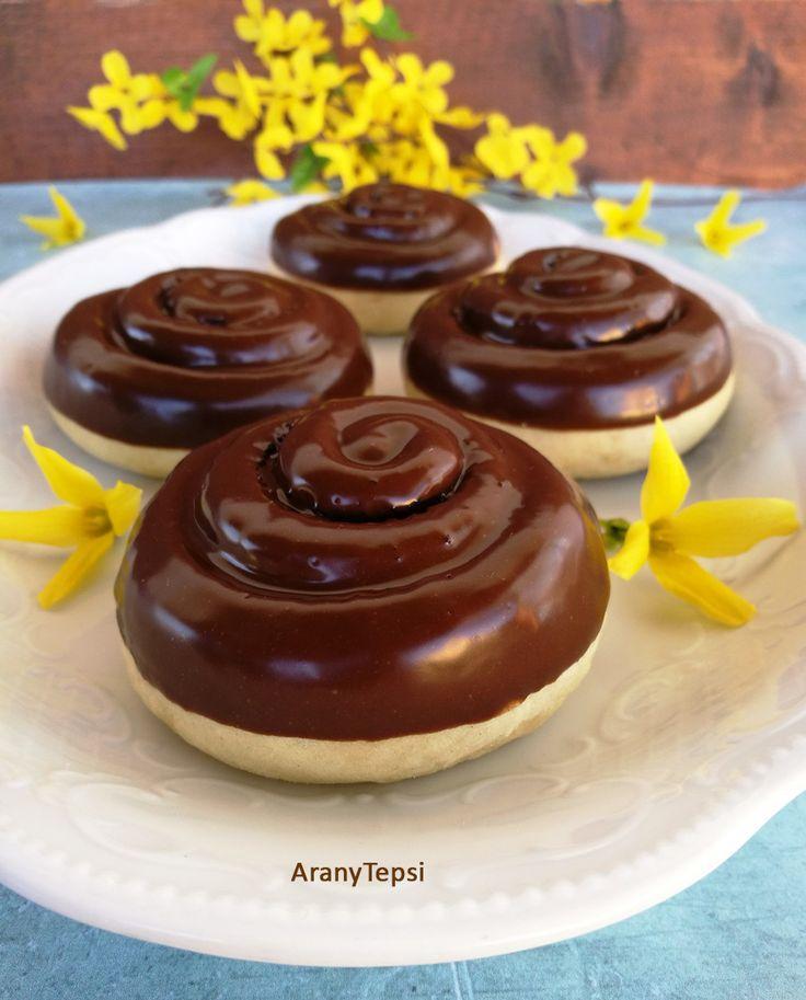 Gyerekkoromban, a sarki boltban nagyon finom csokis csigát lehetett kapni. Nagy volt, és jó csokoládés. Igazán szerettem, bár nem lehetet...