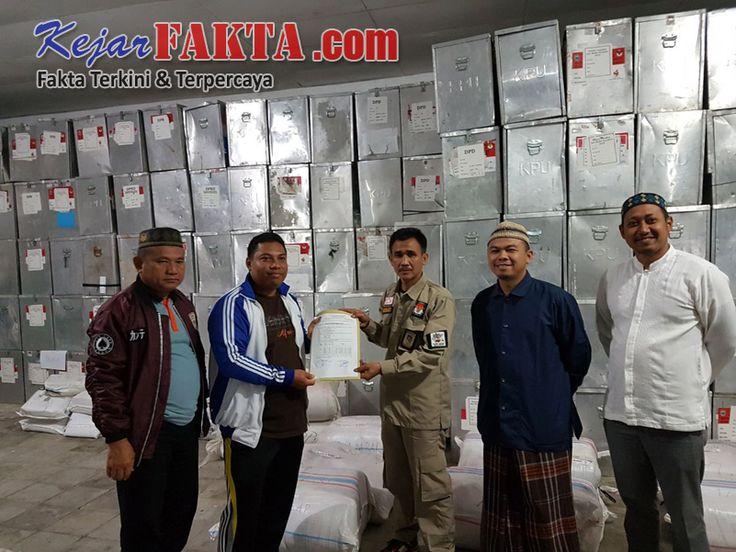 Kejarfakta.com-Lambar - Alat Peraga Kampanye dan Bahan Sosialisasi Pemilihan Gubernur dan Wakil Gubernur tahun 2018,tiba di Kantor Kom...