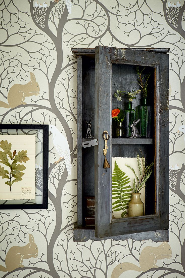 Statement wallpaper featuring birds and animals to create and atmospheric space
