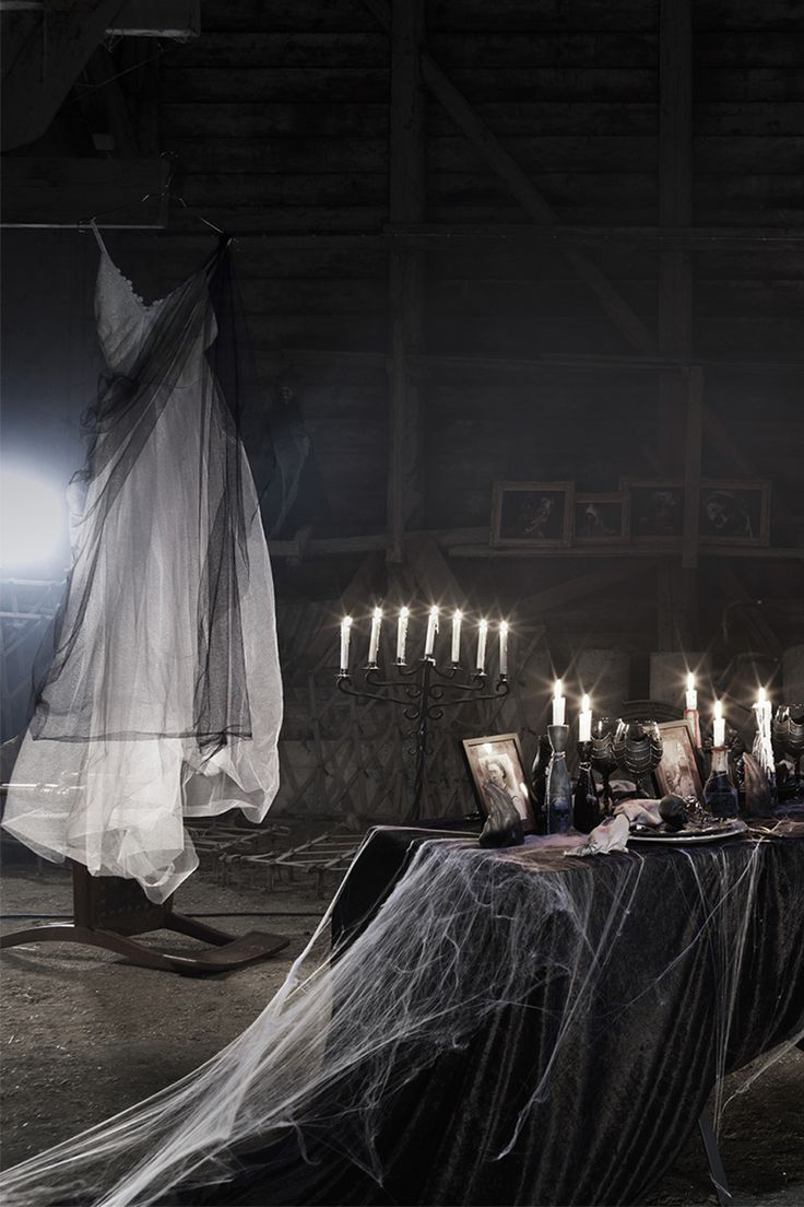 Table setting for Halloween  www.panduro.com Halloween by Panduro #DIY #table setting  #ghost #spooky #spiderweb #black #weddingdress #brudklänning #dukning #tema #svart #spindelnät #spöke #scary #pyssel